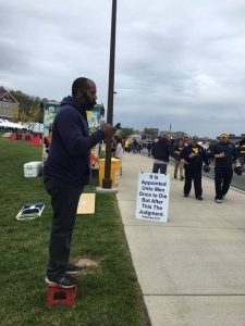 Larry Allen preaching at WVU game